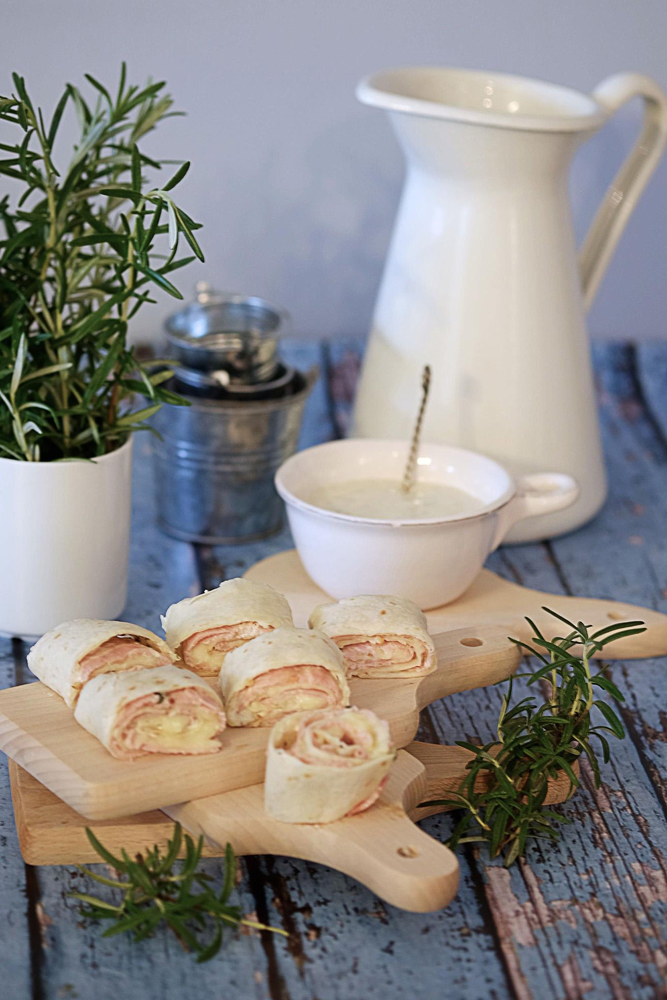 Rollsy z szynką i serem