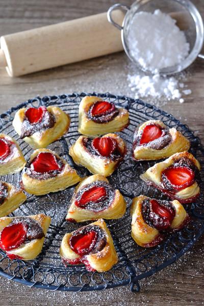 Ciasteczka francuskie z truskawkami