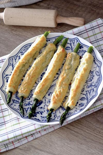Szparagi w cieście francuskim